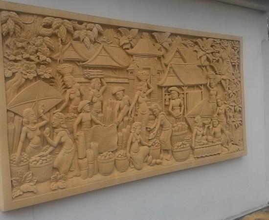 Dekorasi relief Rumah motif pasar Tradisional
