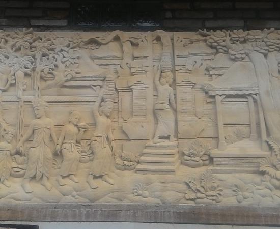 Relief Diding Rumah Motif Tradisi Bali