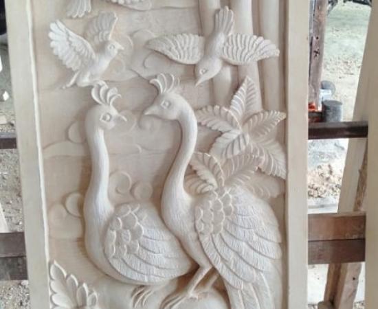 Relief Ornamen Dinding Motif Merak