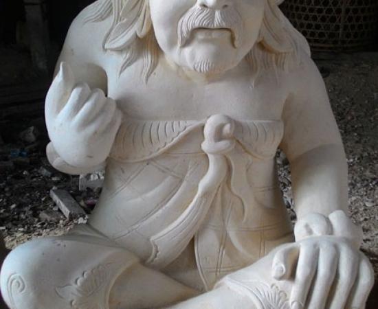 Patung dengan busana bali