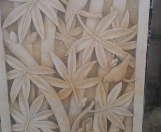 Relief burung bertengger di bambu