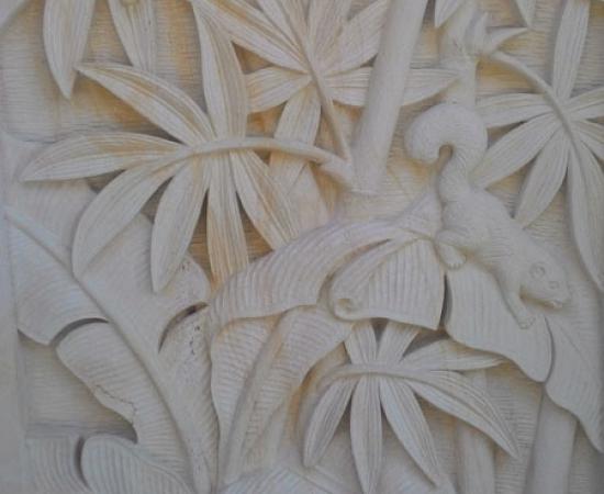 Relief motif tupai dan burung