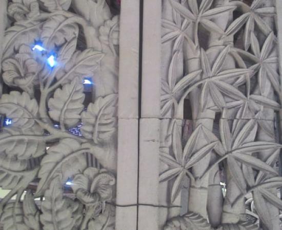 Relief pohon dan bambu