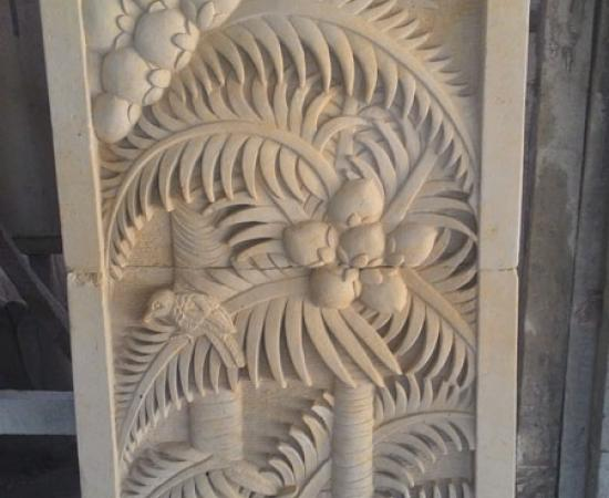 Relief pohon kelapa