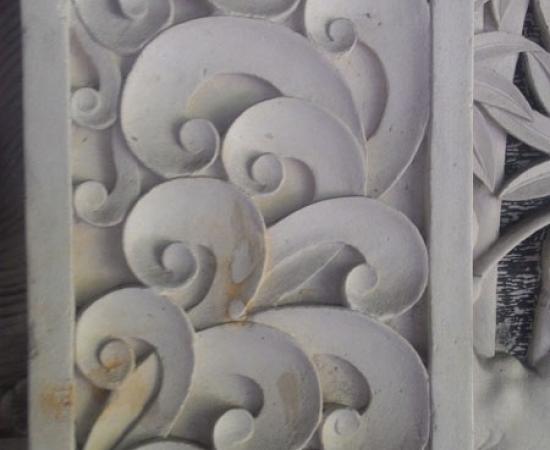 Relief seni ukiran modern