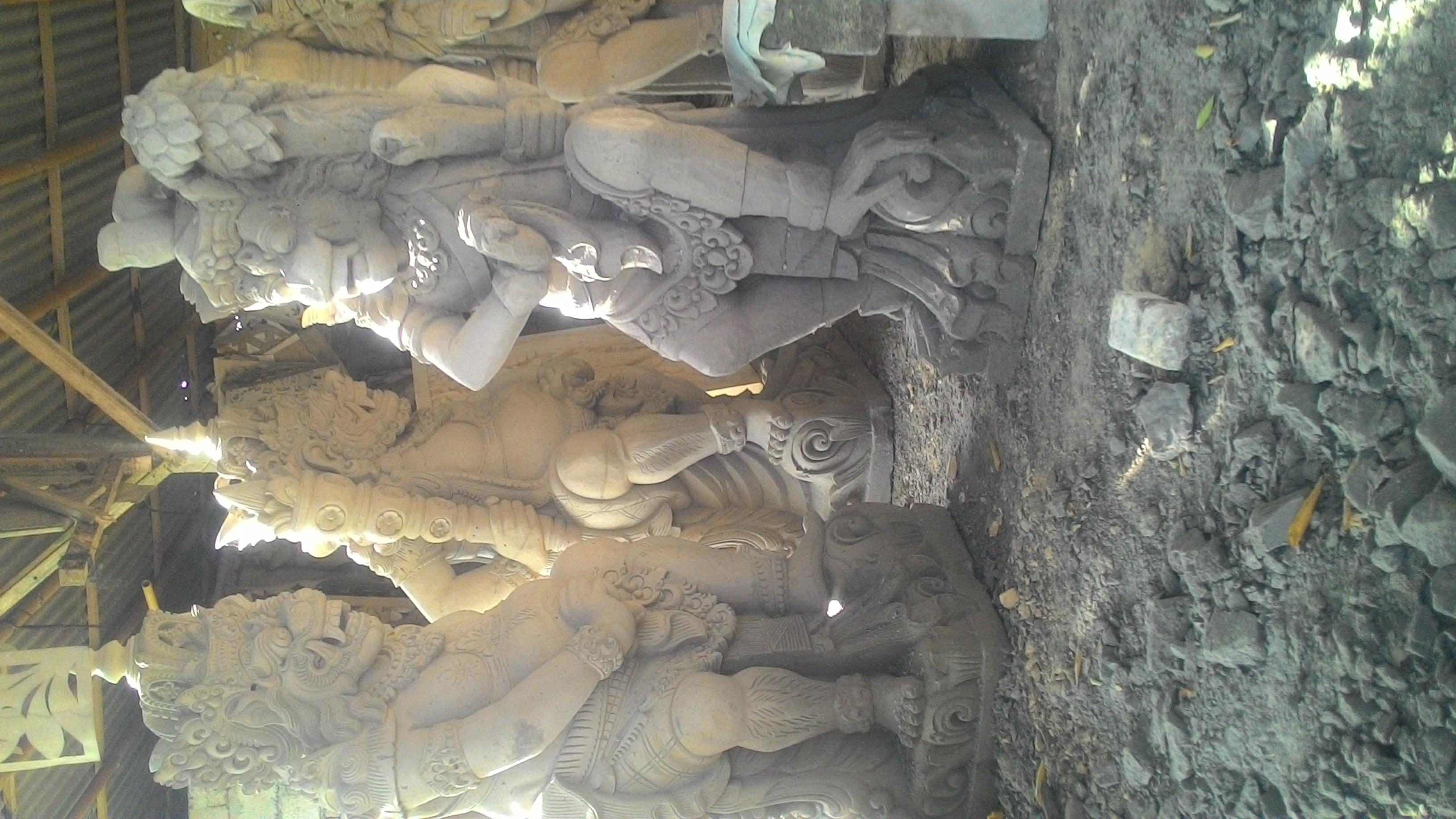 Harga ukiran paras bali motif patung raksasa.