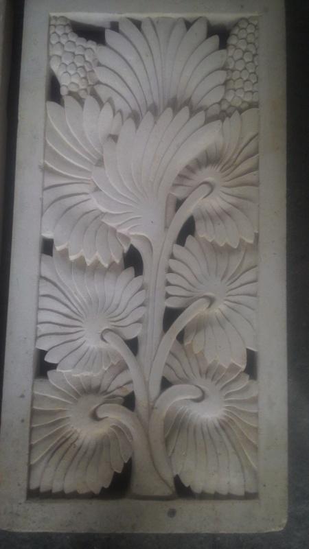 Relier dinding batu alam motif palem