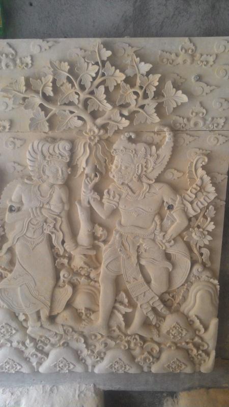 Relief tembok rumah mewah motif wayang Kamasan