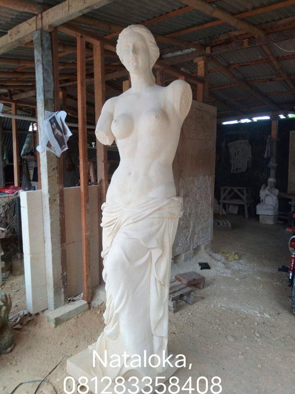 Patung Batu Alam Motif Wanita