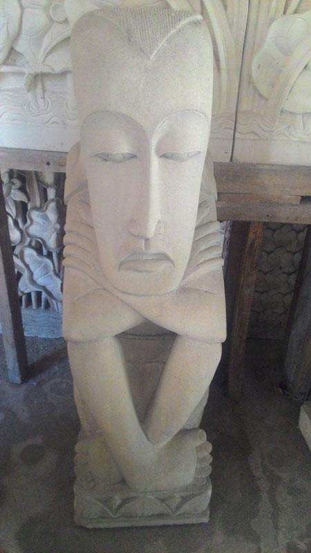 Patung wajah besar