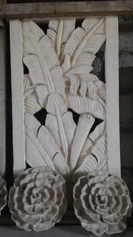 Relief daun pisang
