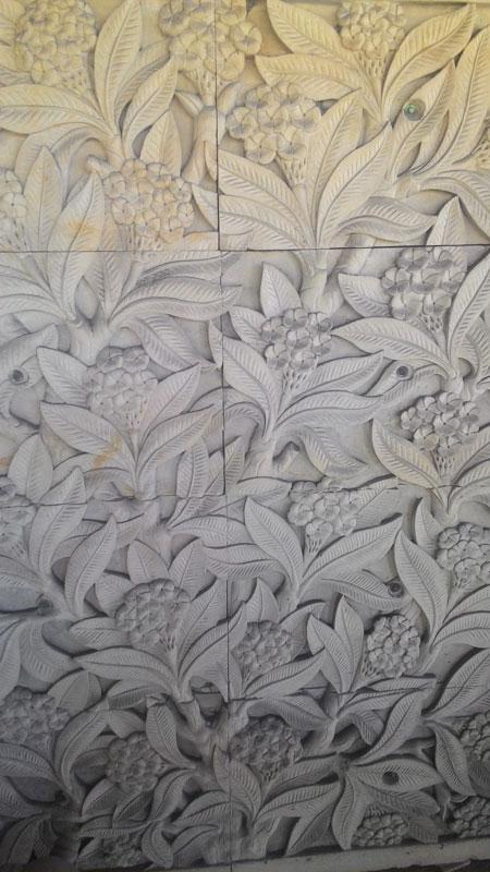 Relief motif bunga bali