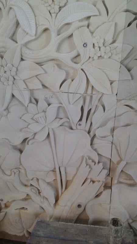 Relief pohon dan bunga