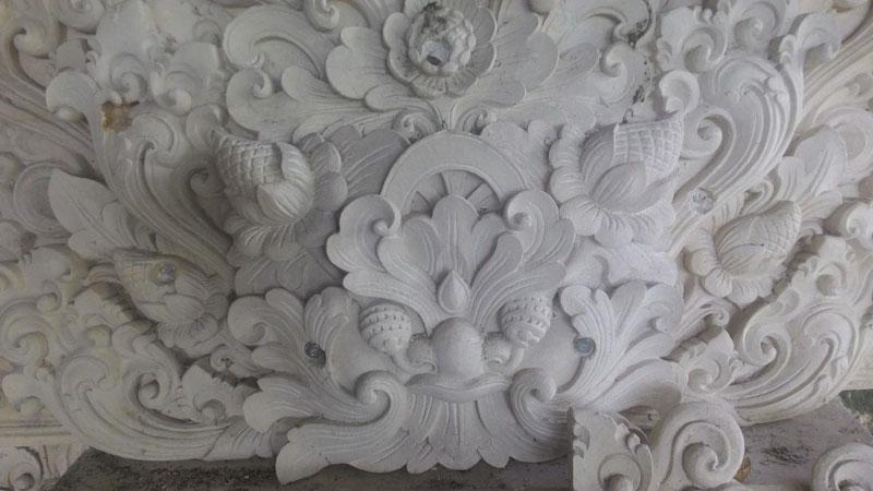 Relief seni ukir baru