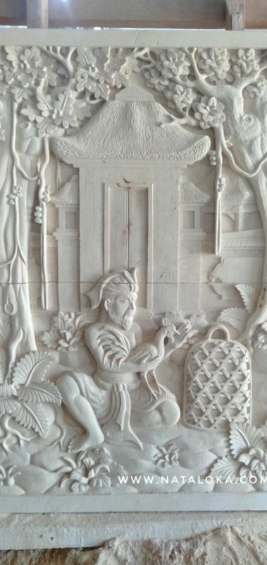 Relief Ukiran Dinding Motif Tradisi Hukum Bali