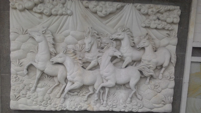 Ukiran relief kuda